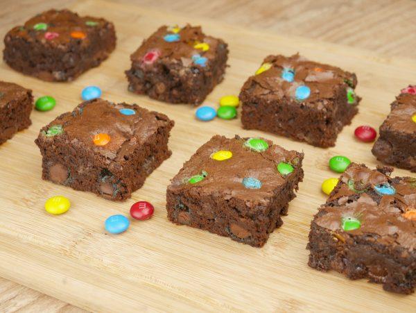 Como fazer Brownie de M&Ms