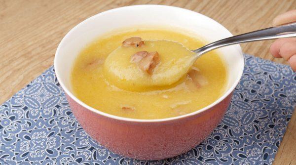 Sopa de Mandioca Cremosa com Linguiça