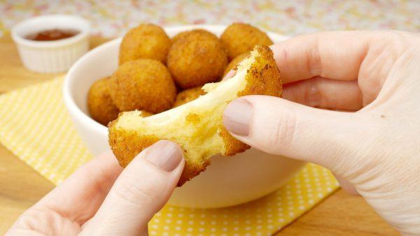 Como fazer Bolinho Salgado de Milho com Queijo